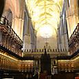 中央礼拝堂 聖歌隊の席も木製