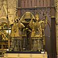 担ぐ巨人はスペインを構成した4カ国の王