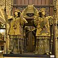 カスティーリャ王(左)とレオン王(右)