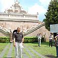 水の宮殿(タマン・サリ)の入口にて